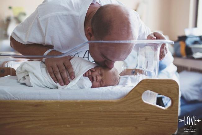 «Я ловлю моменты, когда папы впервые видят своих малышей, разглядывают их с такой любовью и нежностью».