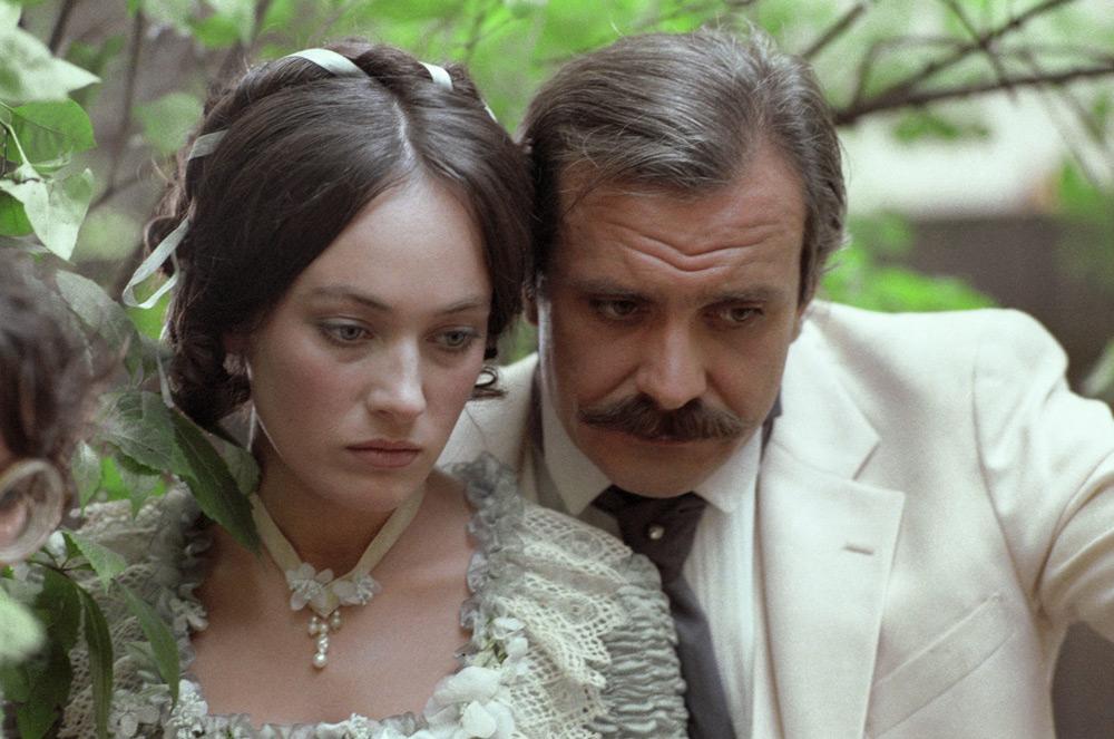Кадры из фильма «Жестокий романс»