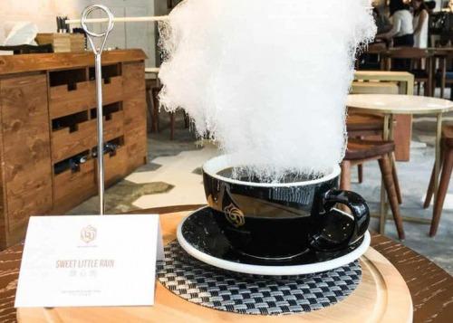 Кофе с сахарными «облаками»