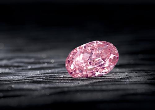 Редчайший розовый бриллиант «Призрак розы» продан за $26,6 млн