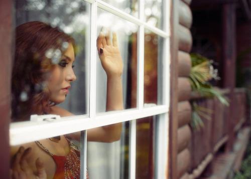 Любовь не проходит никогда. Близкие машут нам из окна
