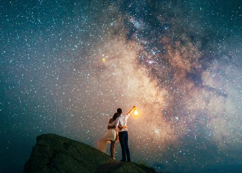 Вселенная пошлёт вам нужного человека в нужное время