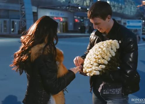 Видео: Предложение руки и сердца в аэропорту