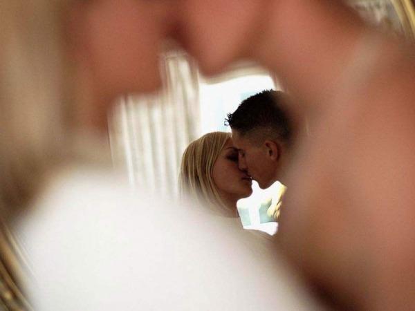 Обои о любви: Поцелуй влюблённых