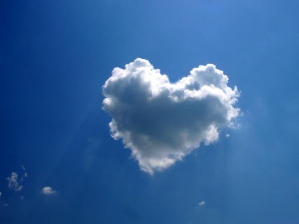 Обои о любви: Сердце из облака