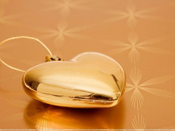 Обои о любви: Золотое сердце