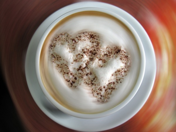 Обои о любви: Сердца на капучино