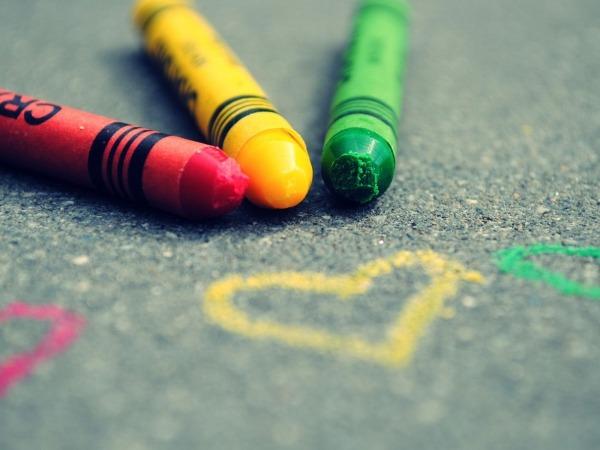 Обои о любви: Цветные мелки