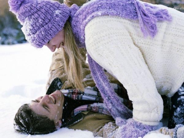 Обои о любви: Влюбленные на снегу