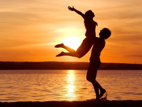 Обои о любви: Двое на закате