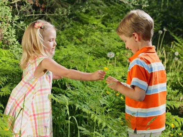 Обои о любви: Мальчик и девочка