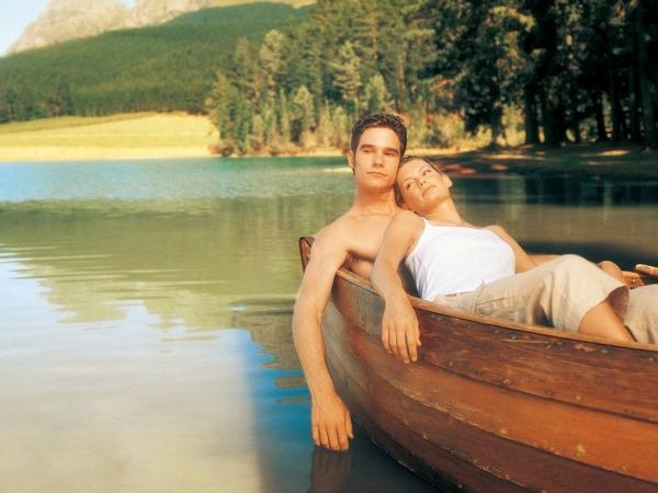 Обои о любви: Влюбленные в лодке