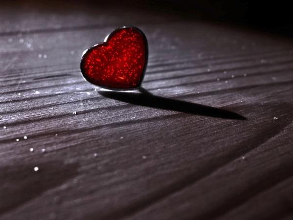 Обои о любви: Сердечко на полу