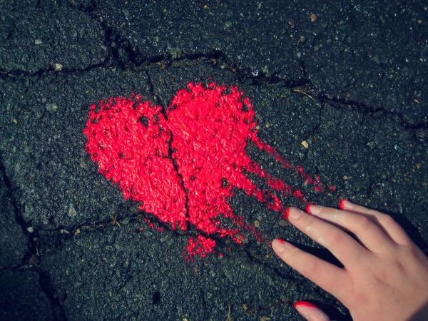Обои о любви: Сердце на асфальте