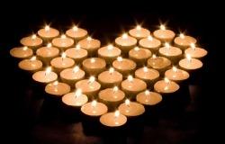Обои о любви: Сердце из свечей