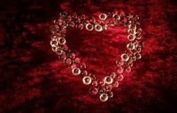 Обои о любви: Сердце на бархате