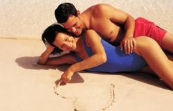 Обои о любви: Влюблённые на пляже