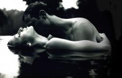 Обои о любви: Влюбленные в воде