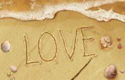 Обои о любви: Love надпись на песке