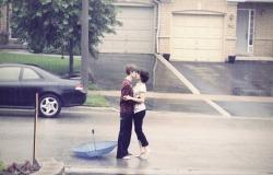 Обои о любви: Влюбленные под дождем