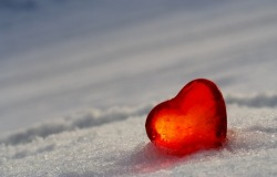 Обои о любви: Сердце на берегу