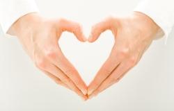 Обои о любви: Сердце из рук