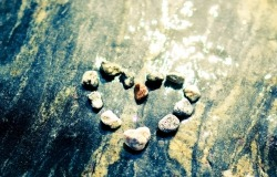 Обои о любви: Сердце из камней