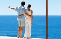 Обои о любви: Влюбленные на берегу моря