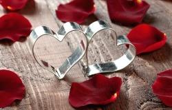 Обои о любви: Сердце и лепестки
