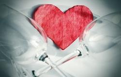Обои о любви: Сердце и бокалы