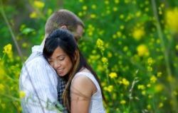 Обои о любви: Влюбленные на лугу