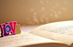 Обои о любви: Love на книге
