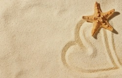 Обои о любви: Сердце на песке