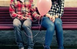 Обои о любви: Влюбленные с шариком