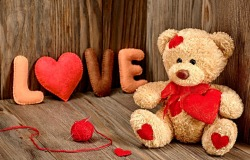 Обои о любви: Медвежонок с сердечком