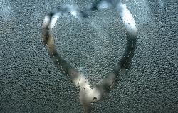 Обои о любви: Сердце на стекле