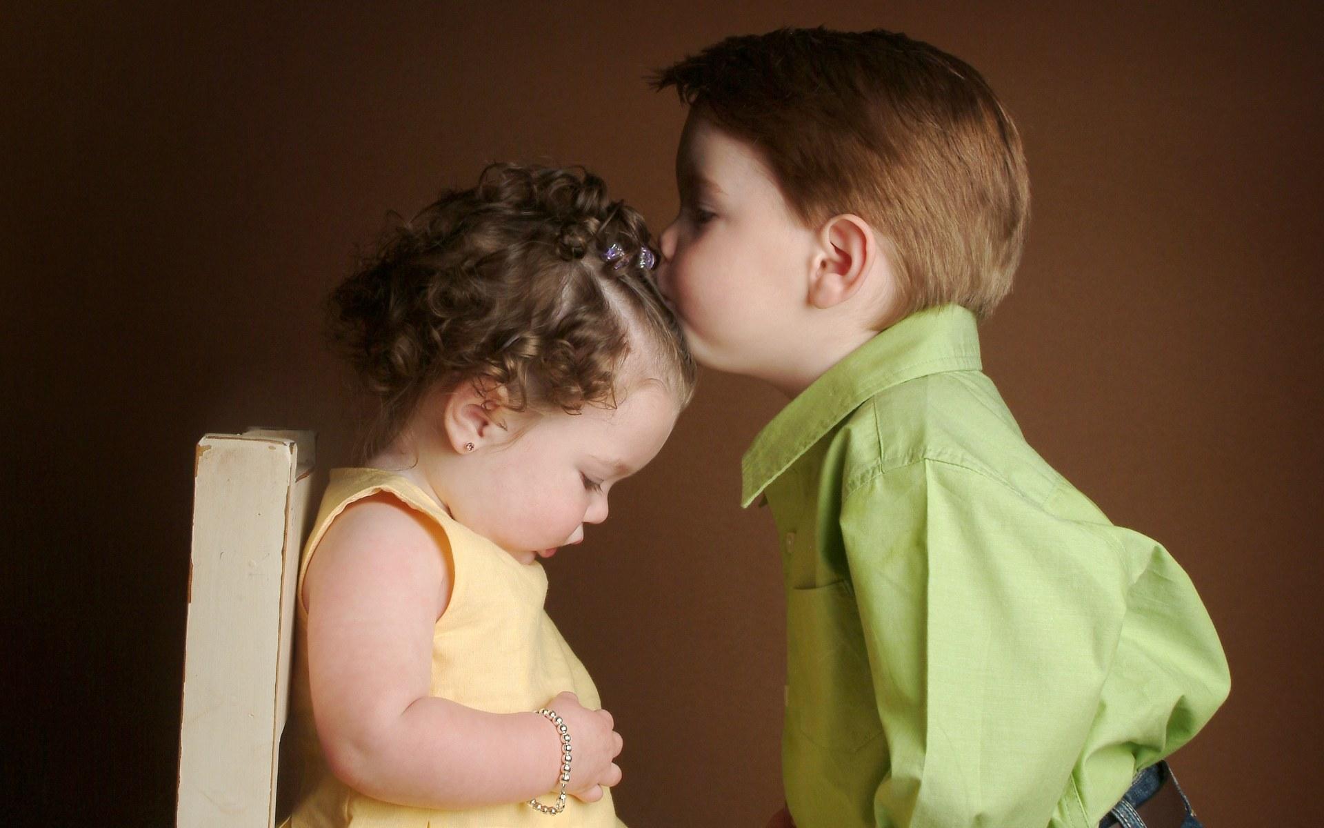 Девушки целуются (91 фото) Триникси 3