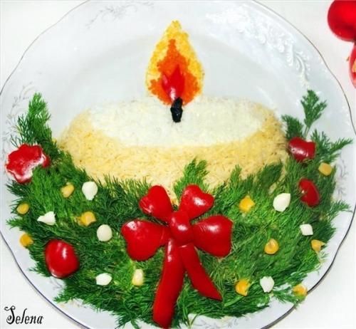 """Вариант оформления с двумя  """"свечами """", вырезанными из сладкого перца."""
