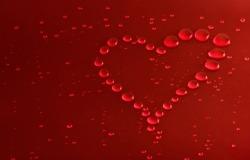 Обои о любви: Красное сердечко из капель воды