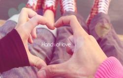 Обои о любви: Сердечко из рук