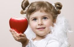 Обои о любви: Девочка с сердцем
